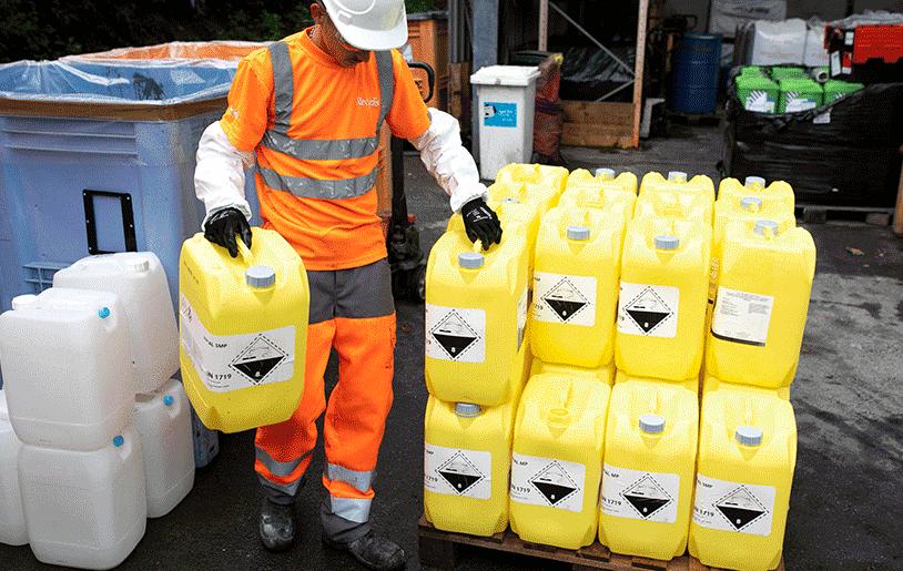 Collaborateurs de Recyds avec des déchets dangereux